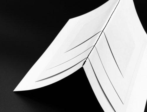 Invitation brochure multi-format black & white – reliure couture singer noir