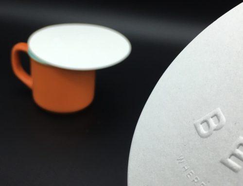 Couvre tasse café – contre collage triplex 900gr/m2 embossage et découpe forme ronde – Conqueror Recyclé