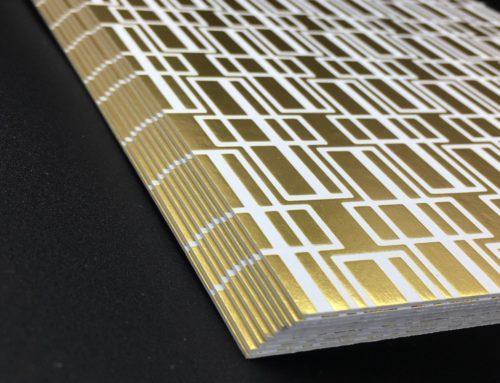 Carte de Voeux 70's – Marquage à chaud kurz or Mat 428 en aplat motif graphique – Sirio white 700gr/m2