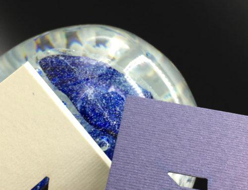 Carte de Visite logo en découpe laser pour agence de communication – Pantone Bleu – Papier Rives Linear 250gr/m2