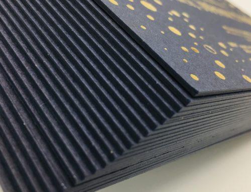 Carton d'invitation Luxe Contre collage Duplex 900gr/m2 – Marquage à chaud Or Mat – Keaykolour Bleu de Chine