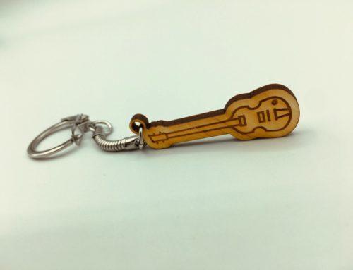 Création porte clé bois véritable – Découpe & Gravure laser – Guitare Hofner Beatles