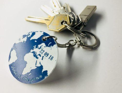 Porte clé cadeau de mariage globe terrestre – Acrylique Bleu et Blanc en découpe laser