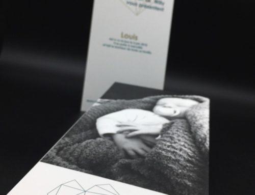 Faire-Part de naissance délicat – Old Mill Premium White – Contre collage Duplex 600gr/m2 – 3 Pantone Noir, Vert et Or 871