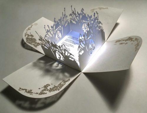 Carte de Voeux Luxe Jardin Secret en croix – Découpe laser – Embossage – Dorure à chaud Or Kurz – Lana Lumière 300gr/m2