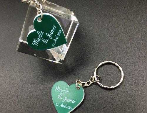 Porte de clé cadeau de mariage Gravé forme de coeur – Acrylique bi-couche Vert et Blanc