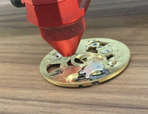 Marquage laser laiton sur mécanisme de montre à gousset