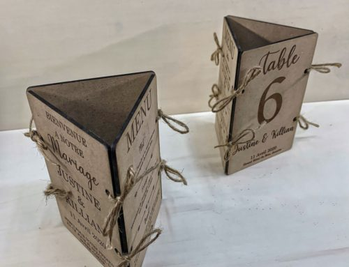 Menu de mariage en bois triptyque – gravure et découpe laser