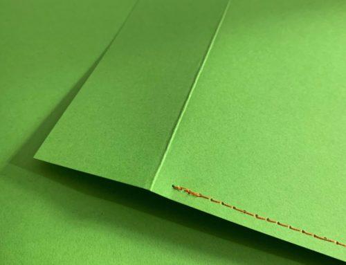 Enveloppes DL luxe en couture Singer orange sur papier vert Pop'Set Pistache 170gr/m2