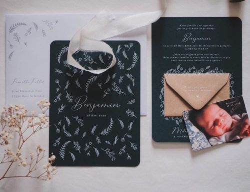 Faire-part de naissance Racing Green impression blanche – Angles arrondis – Mini enveloppe Kraft