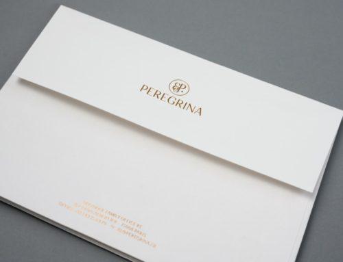 Enveloppes sur mesure en dorure à chaud Cuivre Kurz 397 avec impression Pantone doublure – Arena Natural Rough 140gr/m2