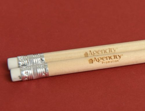 Gravure laser sur crayon en bois avec gomme pour promoteur