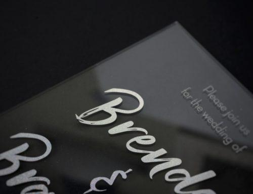Faire-part de mariage Plexiglass en marquage à chaud paillettes argent holographique – PMMA 2mm