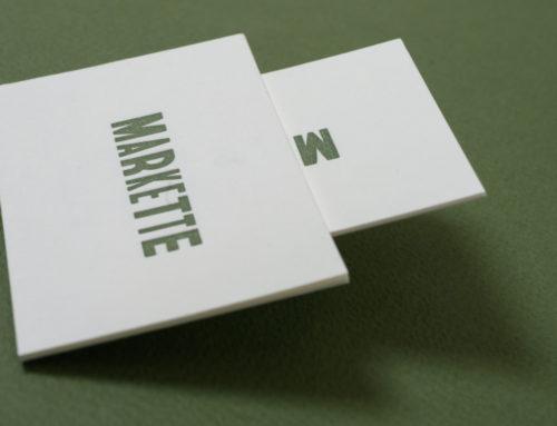 Cartes de visite en Letterpress vert sur papier Kraft Blanc 300gr/m2 – Gmund No Color