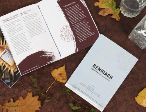 Brochure de présentation distillerie whisky avec reliure en couture singer bleu sur le pli – Dolce Vita 320gr/m2