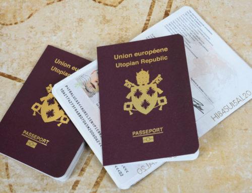 CV imitation passeport français avec sécurisation de document – Dorure holographique et or, découpe laser, papier texturé