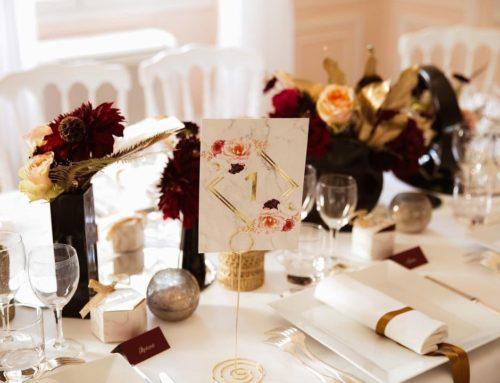 Nom de table Mariage en marbre et fleurs – Dorure numérique Or sur pelliculage mat