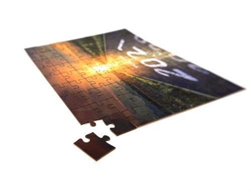 Carte de Voeux Puzzle A5 81 pièces en découpe laser – Pelliculage Mat sur contre collage duplex 700gr/m2