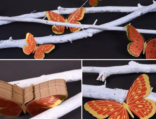 Décoration papier pour vitrine – Papillons en dorure numérique impression rouge et Découpe laser