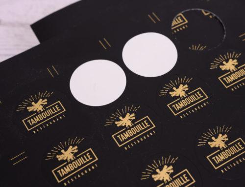 Mini stickers noir avec dorure à chaud or mat – découpe mi-chair  ronde en planche – Vyniles Monomère noit mat