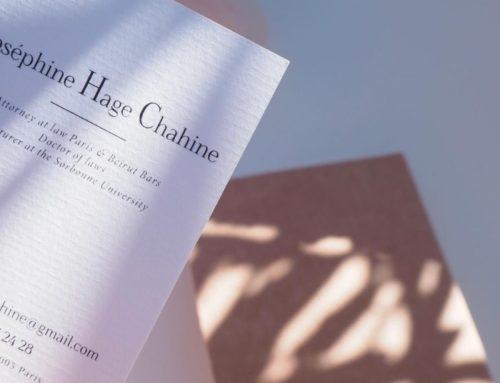 Carte de visite pour avocate en papier texture vergé 400gr/m2 et impression numérique noir