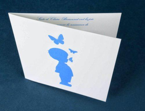 Faire part de naissance garçon papillons en impression Pantone bleu avec débossage – Rives Tradition 250gr/m2