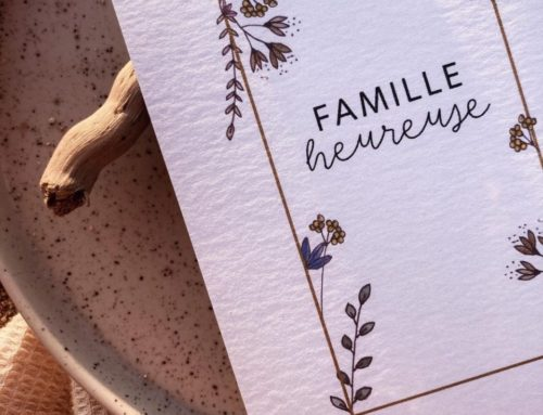 Carte cadeau illustratrice Famille Heureuse – Papier création pack 350gr/m2