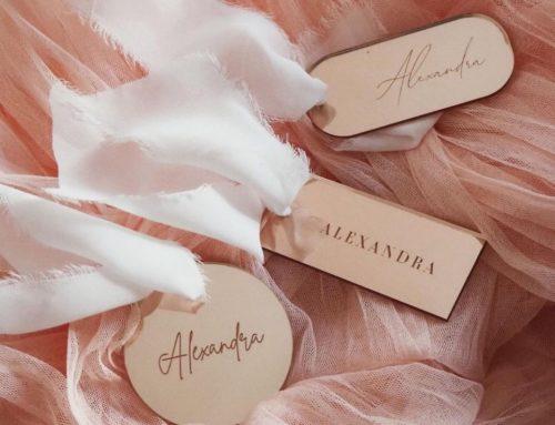 Marque place mariage en plexi miroir 3mm rose gold – découpe sur mesure avec attache ruban fait main