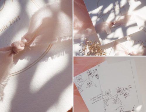 Faire part de mariage simple et élégant avec coupe 4 bords frangés et ruban fait main rose poudré – Dorure à chaud Or Mat – Arches Texture 400gr/m2