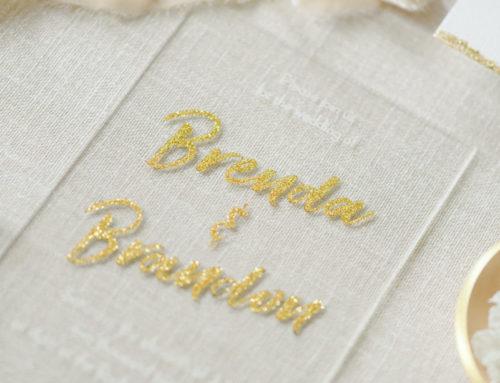Faire-part de mariage en plexi avec gravure laser et drorure à chaud OR paillette