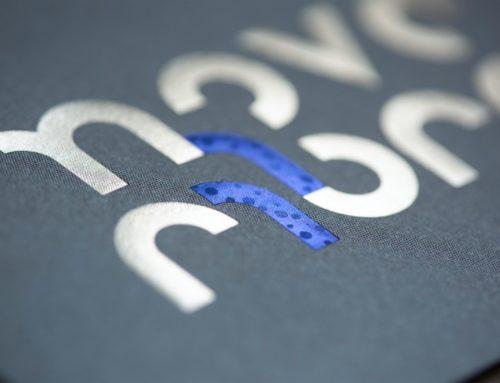 Carte Novembre Calendrier Collaboratif ICB 2021 – Gmund Acion Clear Sky Blue – Dorure texturée flocon bleu Macau 6072 et Dorure argent brillant