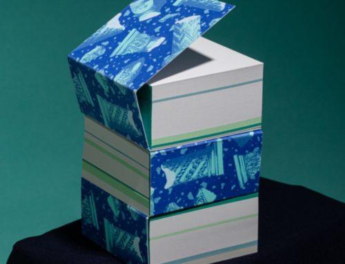 Bloc notes carré petit gros 100% recyclé avec des papiers issu de rebus  – Impression Risographie – couverture enveloppante – encollage pigmentaire en tête