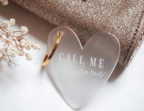 Porte clé doré Call me Madame en gravure laser sur plexiglass givré et découpe en forme de coeur