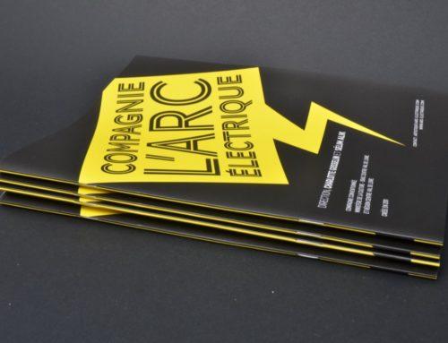 Brochure 2 piqûres métal Electrique pour Compagnie de Spectacle – Couché Mat et Pelliculage Mat