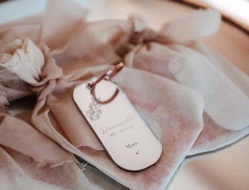 Cadeaux pour témoin porte clé en plexiglass miroir rose gold découpe et gravure laser