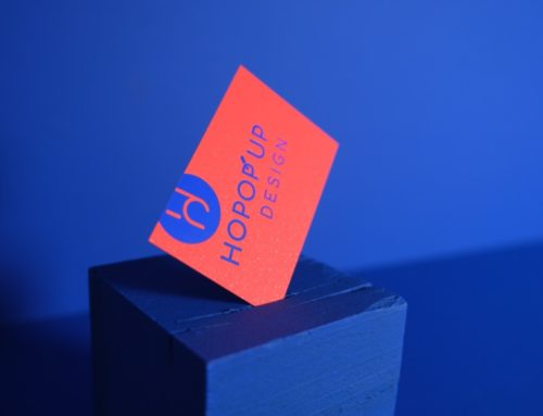 Cartes de Visite agence en marquage à chaud pigmentaire Bleu Mat 668 sur Gmund Action Electric Blood 430gr/m2