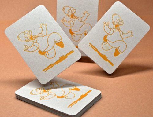 Invitation Letterpress Jaune Homer Simpson – Carton Recyclé Gris 1mm avec découpe 4 angles arrondis 9mm
