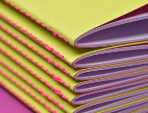 Carnets de notes couverture fluo bi-face vert et rose – reliure en couture singer rose fluo au pli – Colorplan