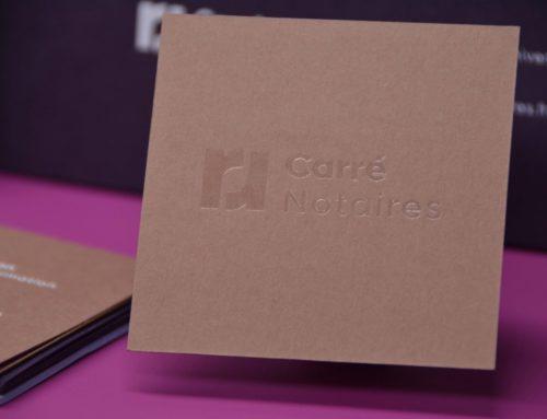 Carte de visite carrée pour Notaire – Marquage à chaud transparent et blanc brillant – Colorplan 350 gr/m2 Nubuck brown